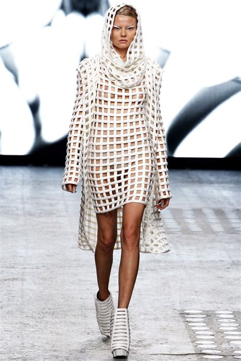 Gareth Pugh | Spring 2012 Ready-to-Wear Collection | Style