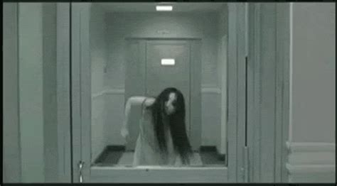 15 Amazing GIFs From Iconic Horror Movies | StyleCaster